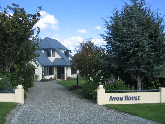 Avon House Bed & Breakfast: House from Street