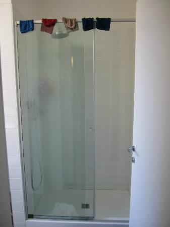 Hotel Lido: (Big) Shower
