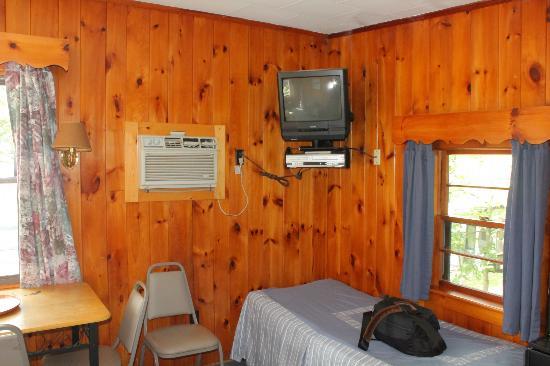 Lazy E Motor Inn: Living room