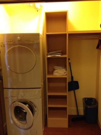 Solara Resort & Spa: washer dryer room