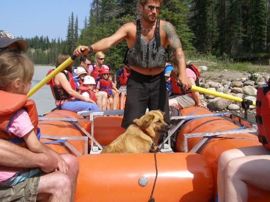 Jasper Raft Tours : Mike and Ginger (the dog) giving us a great rafting trip