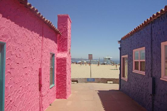 Capitola City Beach: Colorful beach houses near the beach