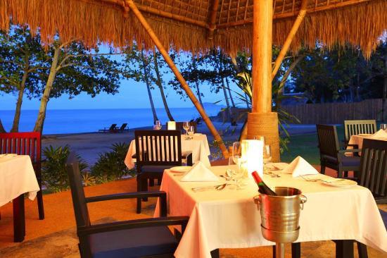 Atmosphere Resort: Restaurant overlooking Apo island