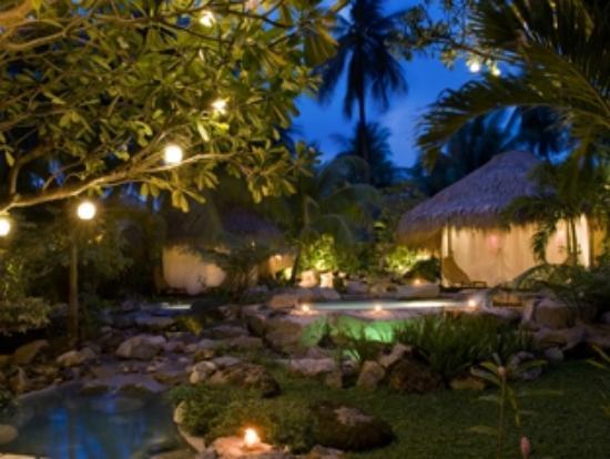 Atmosphere Resort: Spa at night