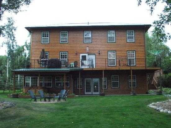 Alaska's Lake Lucille Bed & Breakfast: Rear View of B&B