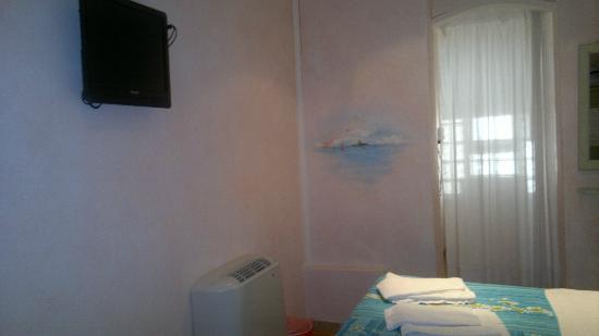 ElisART Guest House: Habitación Tele+Aire Acondicionado