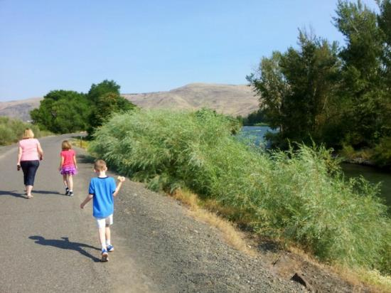 Oxford Inn Yakima: We walked to the playground nearby
