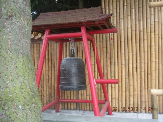 ‪‪International Buddhist Society (Buddhist Temple)‬: gong-bell‬