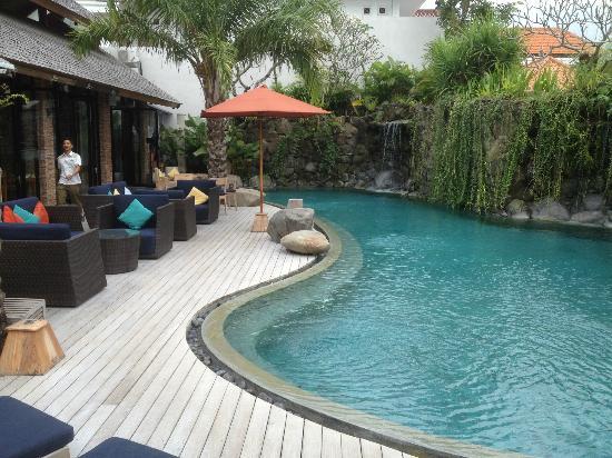 Maca Villas & Spa : outside dining b pool
