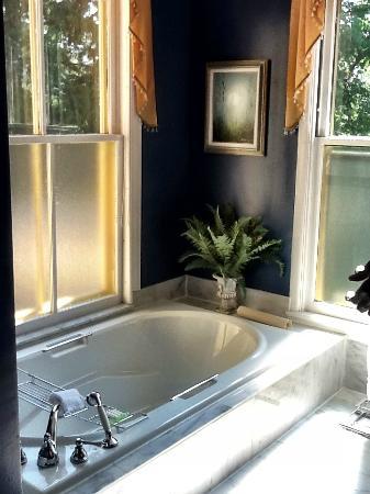 Stewart House Inn, Stratford, Ontario: Bath tub