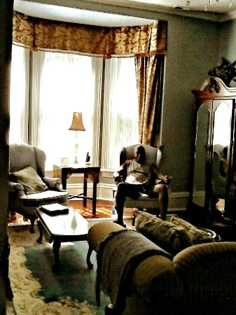 Stewart House Inn, Stratford, Ontario : Regency Suite - Sitting Area