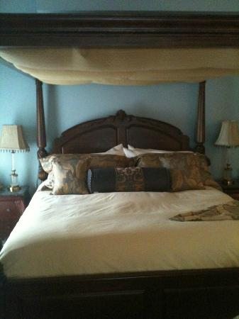 Stewart House Inn, Stratford, Ontario: Regency Suite - King Bed