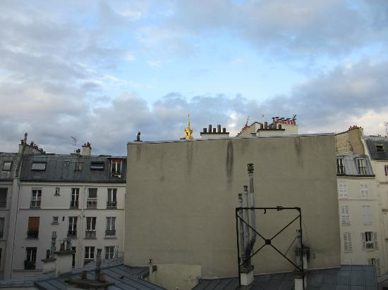 Hotel Muguet: View from room - les Invalides visible
