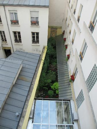 Hotel Muguet: Rear courtyard view