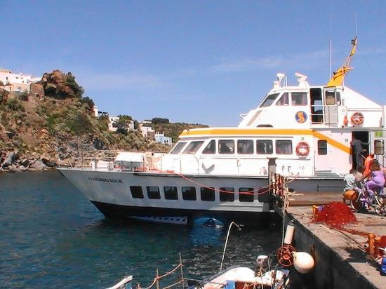 Panarea Giardini Naxos: aliscafo en panarea