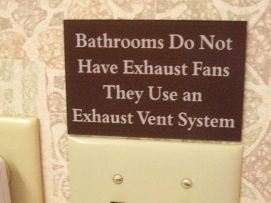 Hawthorn Suites by Wyndham Lancaster : sign in every bathroom