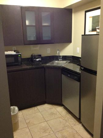 DoubleTree Suites by Hilton - Austin: Kitchen