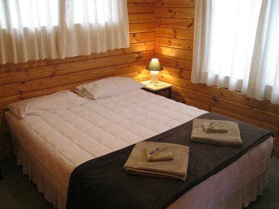 Forest Peak Motel: Bedroom