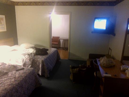 Buena Vista Budget Inn: living room
