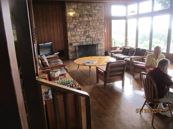 Pollock Dining Room : Activity room off reservation desk. Puzzles, games, fireplace, TV. Huge windows overlooking val