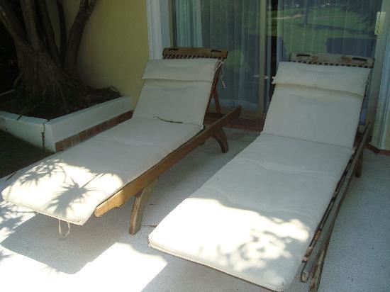 كازا فيلاز لاكشري بوتيك للبالغين فقط - شامل جميع الخدمات: Our own loungers on our patio by our private plunge pool