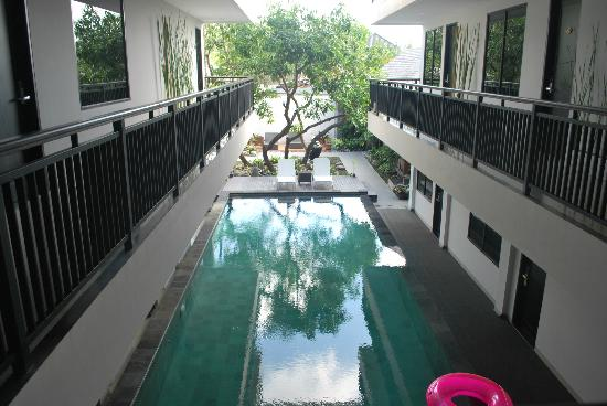 โรงแรมโกเซน: pool viewed outside the hotel room