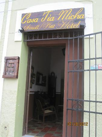 Casa Tía Micha: Entrance to hotel.