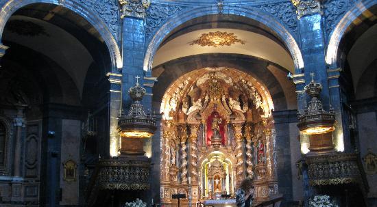 Santuario de Loyola : Beneath the dome, inside the sanctuary