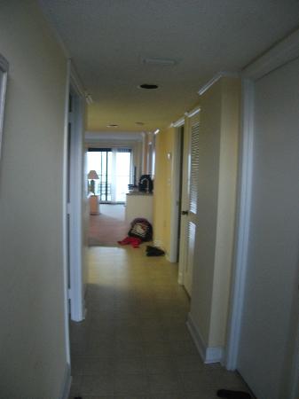 Springs Towers: Entry Hallway