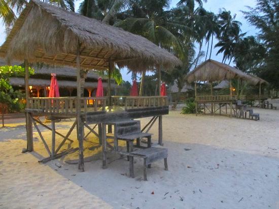 Marjoly Beach Resort: The sun canopy