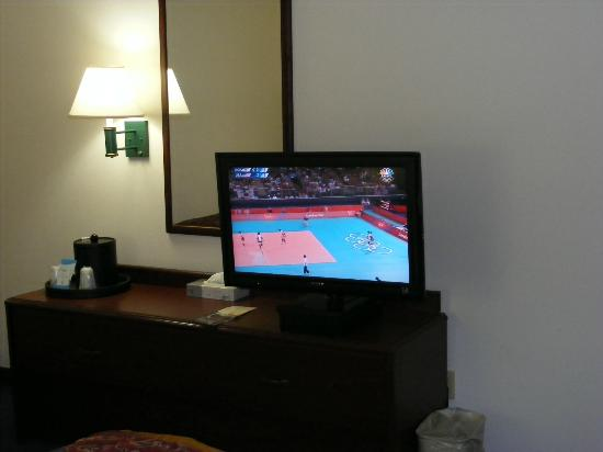 La Quinta Inn & Suites Cedar Rapids: Bedroom TV