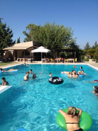 Achousa Hotel: Pool and Bar