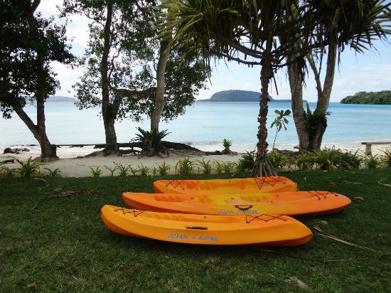 Lonnoc Beach Bungalows: Take the kayak to Elephant Island to snorkel