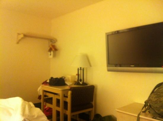 Super 8 San Diego Hotel Circle : this room is definitely not what I expected!