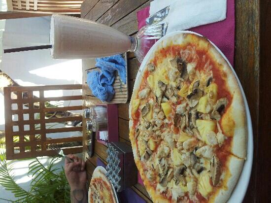 Ketumbar Restaurant & Lounge: tropicana pizza + mushrooms