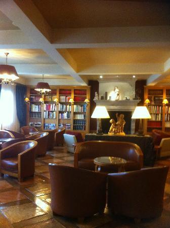 Un des salons fotograf a de la cote saint jacques spa - Salon saint jacques neuville saint remy ...