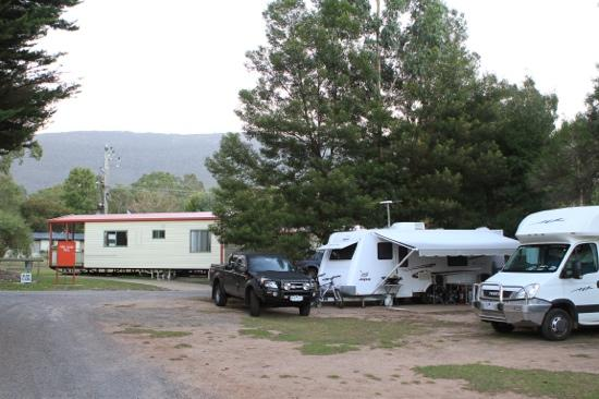 Halls Gap Gardens Caravan Park: Plenty of room to park a large van