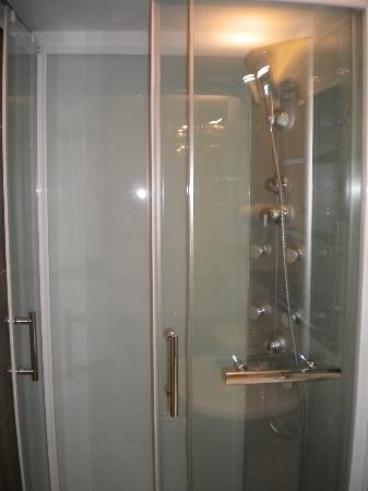 BruStar Gotic Hotel: Great shower