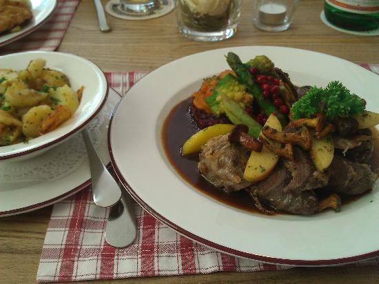 Hotel Huberwirt: Restaurant im Huberwirt am 18.08.2012 - Hitschkalbsroulade (€ 15,60)