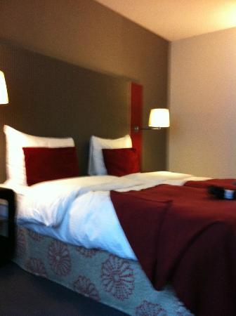 Radisson RED Brussels: nette ruime kamer