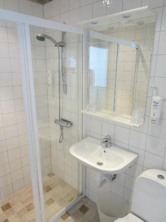 Waxholms Hotell: Bathroom