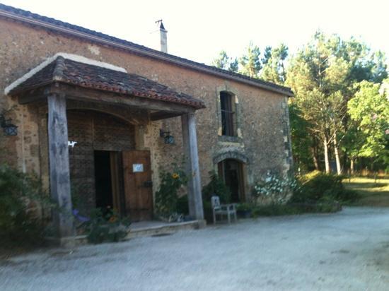 Leone Haute: l'entrée de la maison une ancienne grange