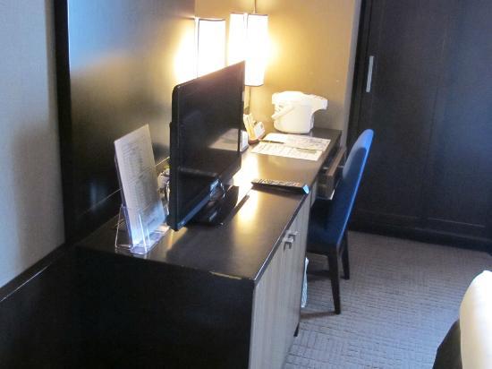 Hotel Monterey Kyoto: desk