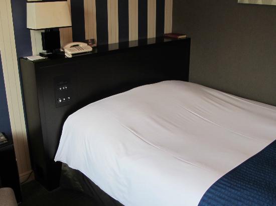 Hotel Monterey Kyoto: bed