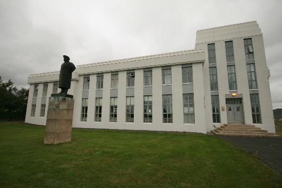 Snorrastofa: Statue of Snorri