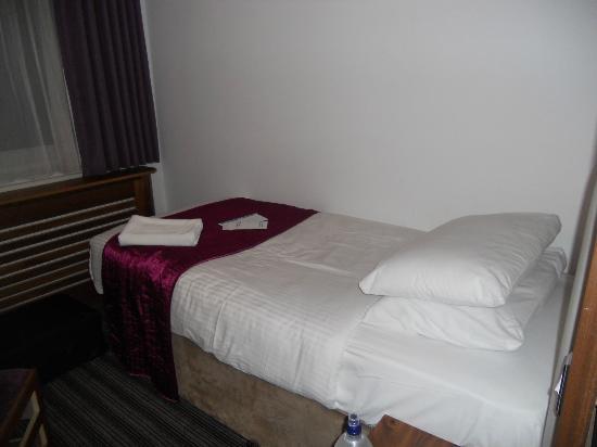 Ambassadors Hotel: Camera n. 519