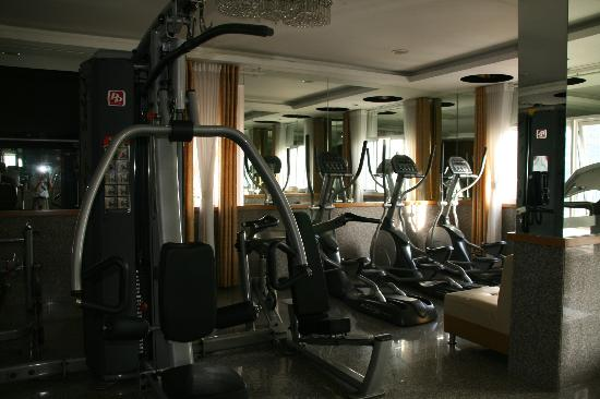 May Hotel : fitness center