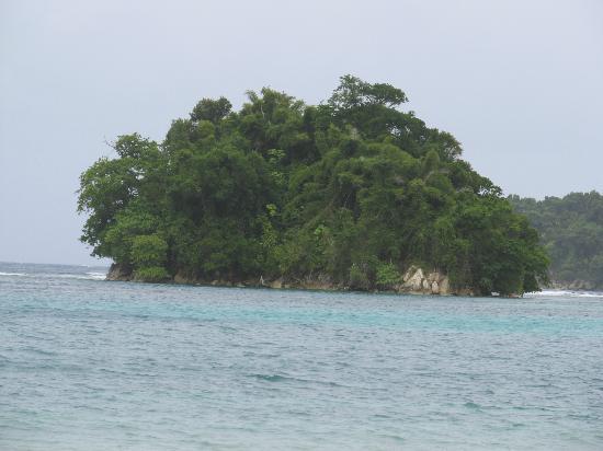San San Beach: Monkey Island.