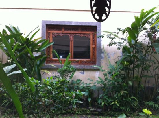 sahadewa resort spa vis vis de la fentre de la chambre - Fenetre Salle De Bain Vis A Vis