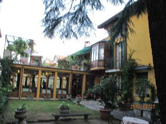 Hotel Centrale: garden entraance